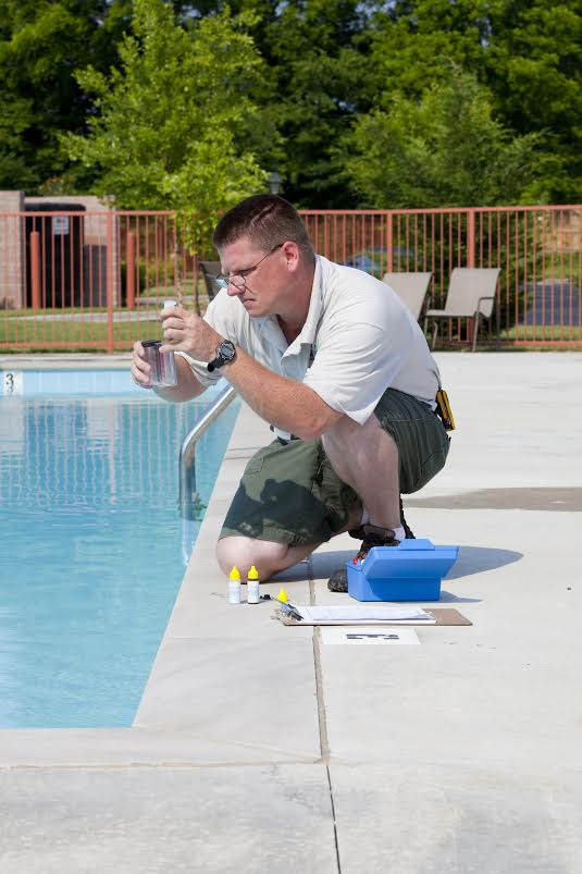 Pool Cleaning Service : The importance of weekly pool maintenance services