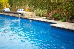 How to Keep Your Swimming Pool Warm This Fall