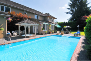 4 Tips for Designing a Lavish Swimming Pool